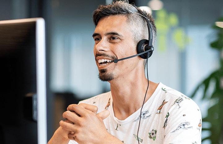 Lächelnder TOPdesk Support-Mitarbeiter